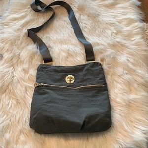 Baggallini crossbody Bag in EUC Gray/gold hardware